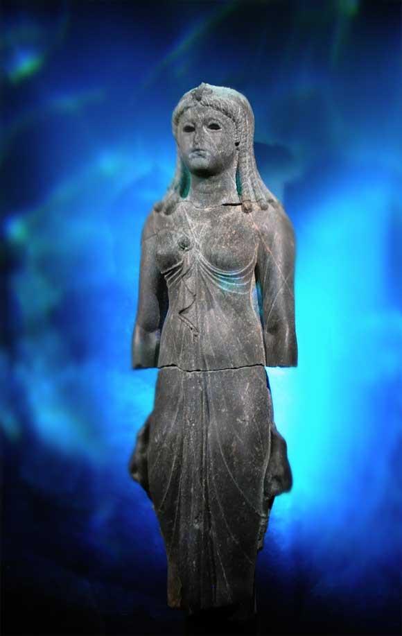 Cleopatra_Isis3