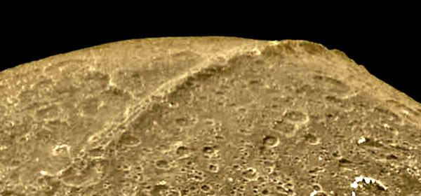 28 iapetus01